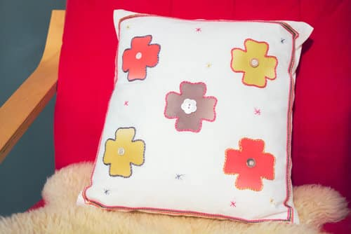 Use Razzle™ in a variety of crafts, home decor, or decorative finish for that extra pop of embellishment.